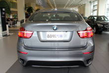 """BMW-X6""的背面圖片"