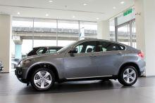 """BMW-X6""的側面-朝左圖片"