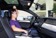 """BMW-X6""的車頂空間圖片"