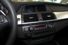 """BMW-X6""的中控台圖片"