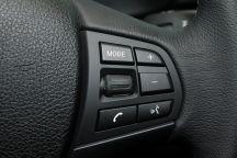 """3-Series Sedan""的方向盤圖片"
